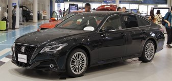 1280px-2018_Toyota_Crown_2.0_S